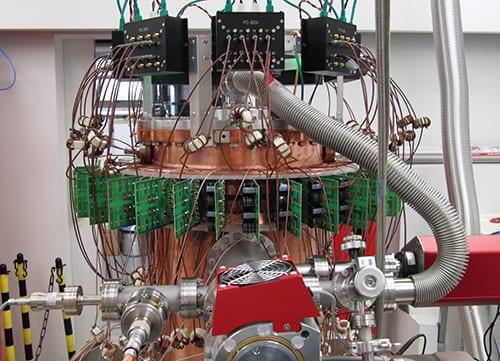 Surfen auf der Mikrowelle – Technologien für extrem kompakte Teilchenbeschleuniger / Surfing on the microwave – technologies for extremely compact particle accelerators