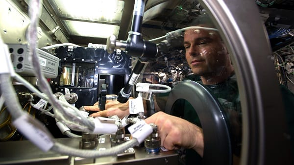 Bubble-free pumping of liquids in space
