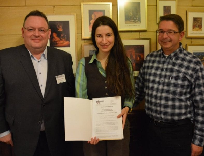 Prize winner Andra Nistor (middle) together with conference organizer Markus Busch (right) and journal editor Stefan Spiegel (left)