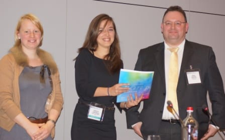 Fabienne Goethals (middle) receiving her prize for best oral presentation