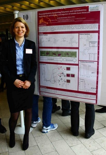 Carolin Fleischmann and the winning poster on Phenolphthalein-Containing Polymers and Cyclodextrins