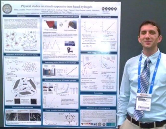 Jeffrey Auletta and the winning poster on stimuli-responsive iron-based hydrogels
