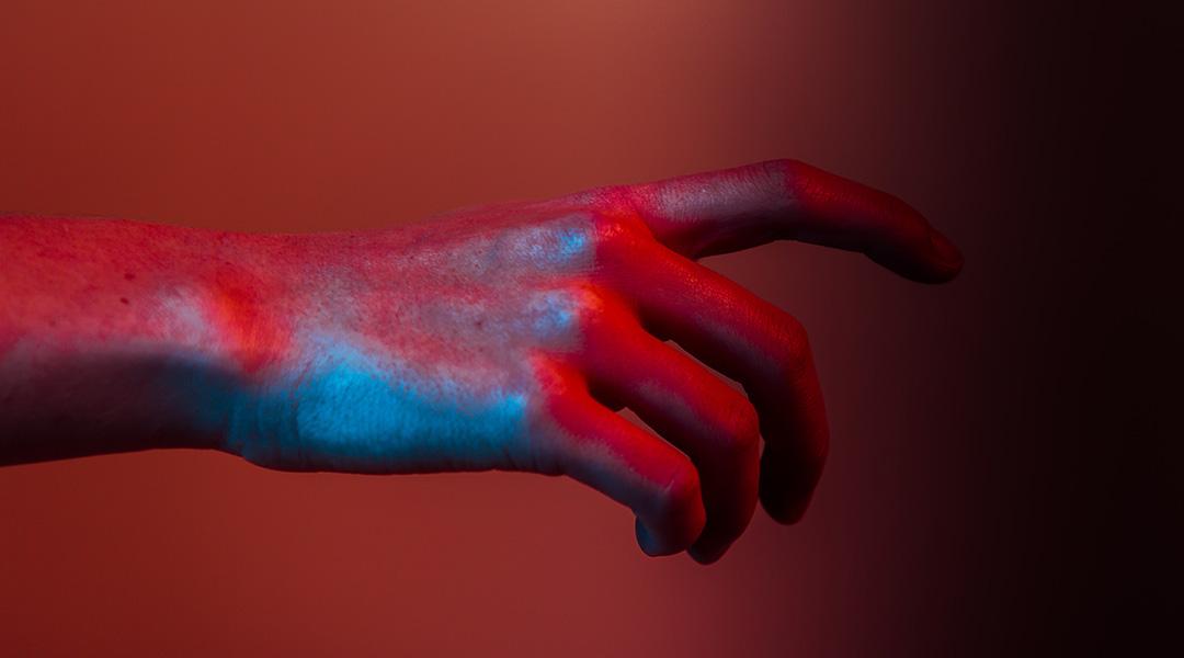 Electronics that Imitate Life: A Sensing Robotic Hand