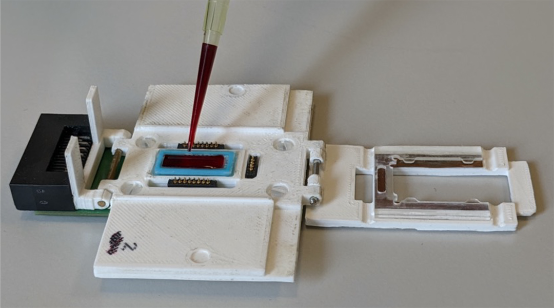 Diagnosing malaria in the field with accurate and portable rapid tests